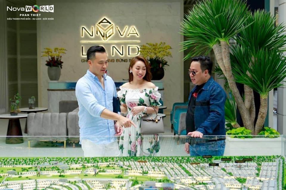 diễn viên Chi Bảo tham quan sa bàn