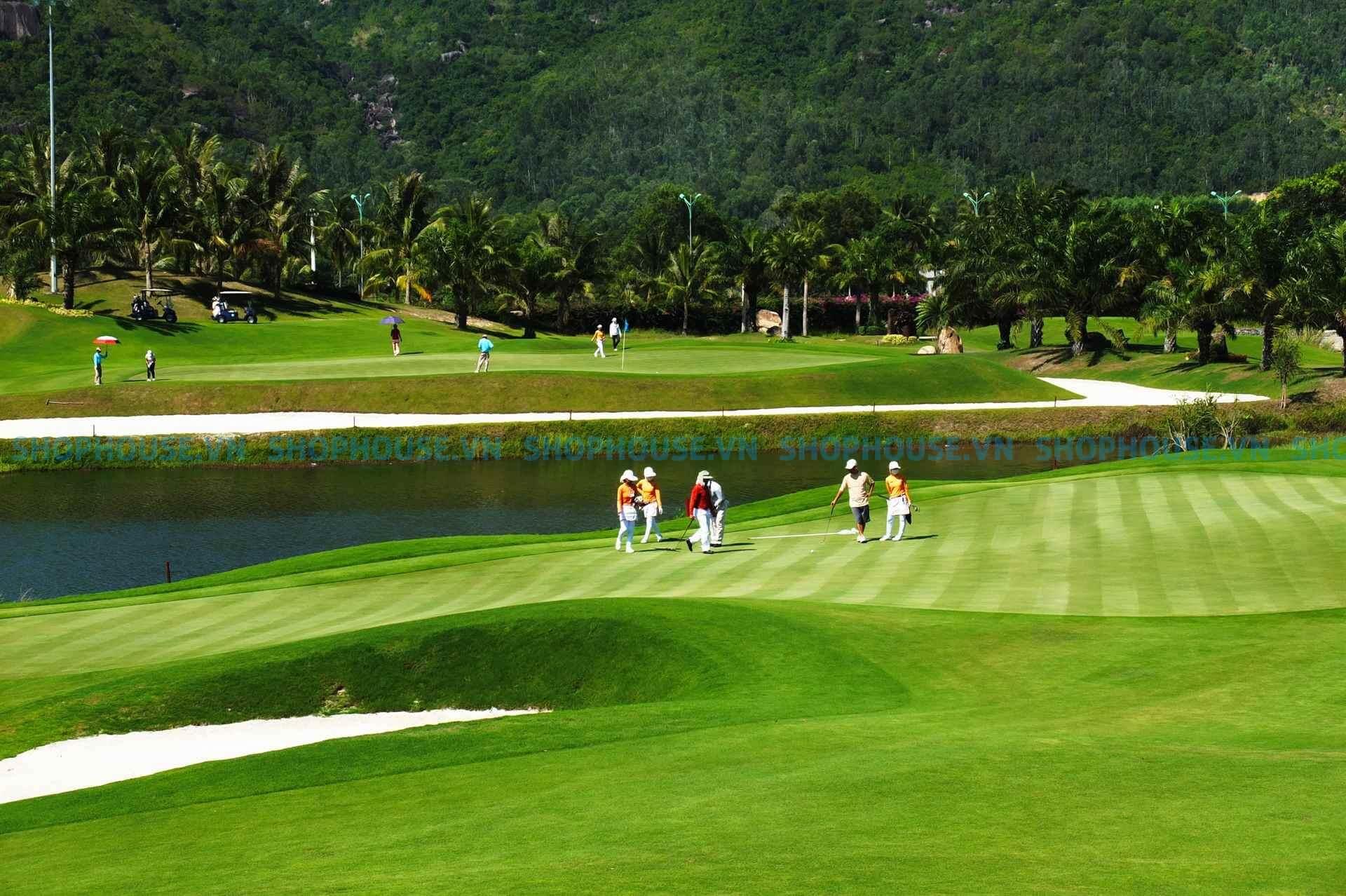 golfer danh golf thuong xuyen tai NovaWorld Da Lat Novaland